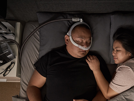 Patient-portant-masque-ResMed-360°-nasal-AirFit-N30i