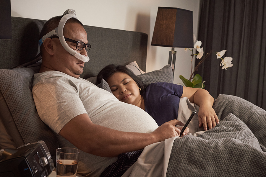 nasal-pillows-mask-wear-glasses-ResMed-AirFit-P30i